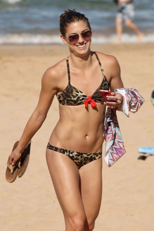 ALEX-MORGAN-Leopard-Bikini-Beach-Hawaii-Kanoni-1
