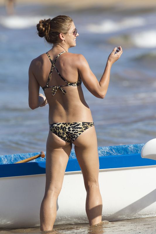 ALEX-MORGAN-Leopard-Bikini-Beach-Hawaii-Kanoni-7