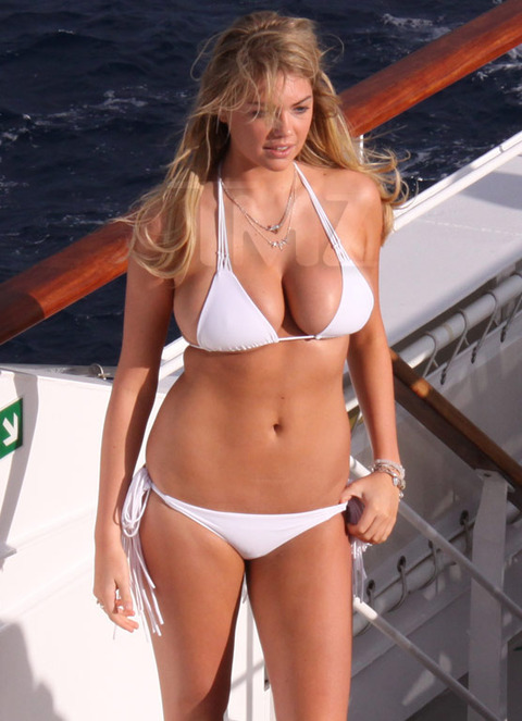 Kate-Upton-bikini-photoshoot-Antarctica-Kanoni-tv-1