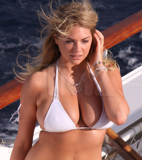 Kate-Upton-bikini-photoshoot-Antarctica-Kanoni-tv-3