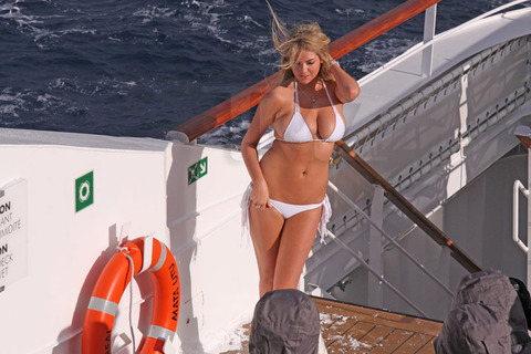 Kate-Upton-bikini-photoshoot-Antarctica-Kanoni-tv-6