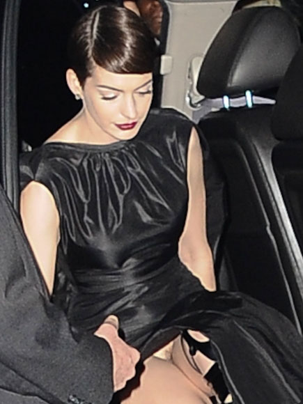 anne-hathaway-wardrobe-malfunction-at-nyc-premiere-of-les-miserables-kanoni-1