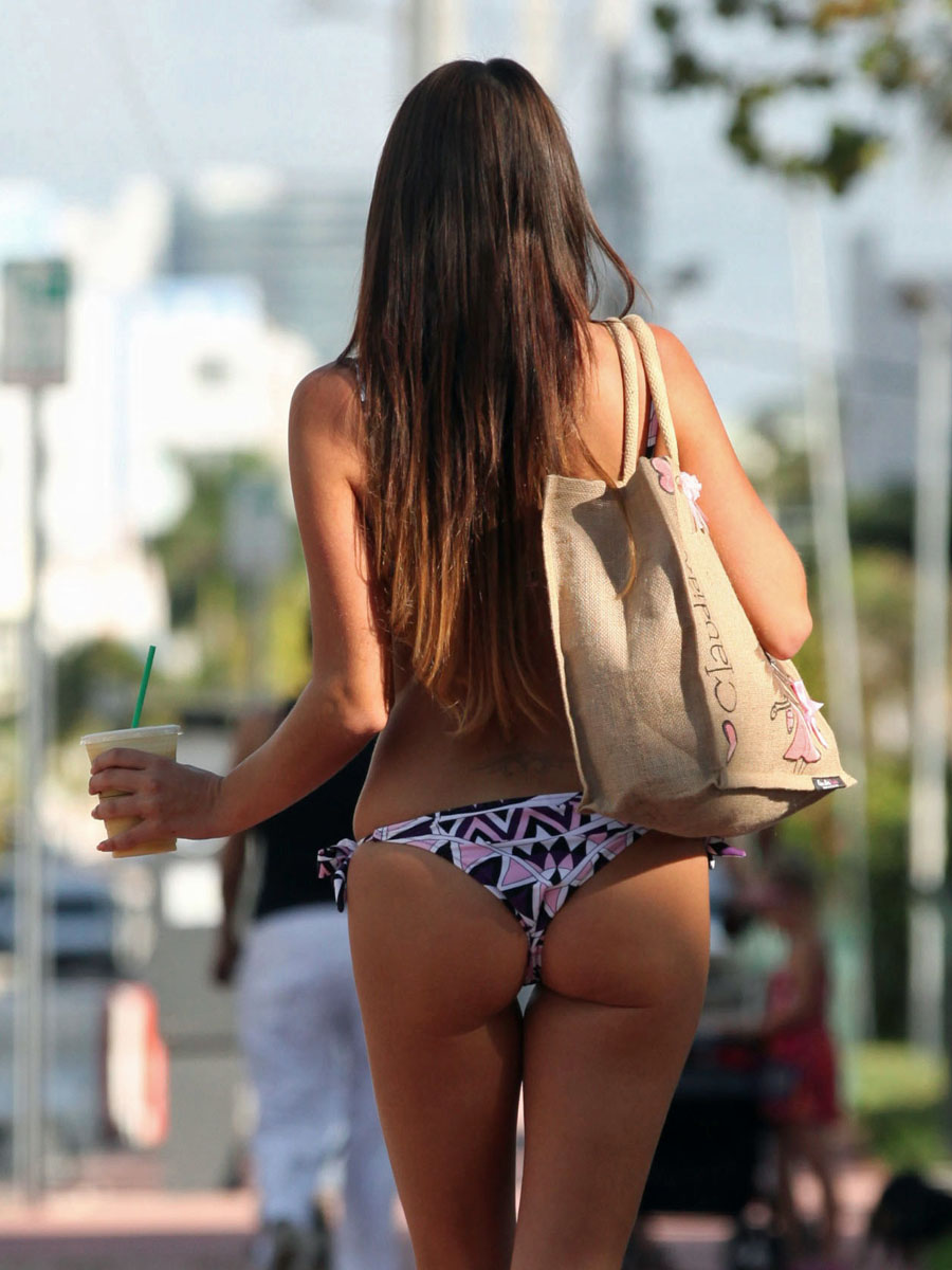 claudia-romani-purple-bikini-starbucks-miami-kanoni-5