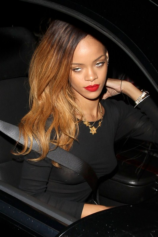 Rihanna-braless-see-through-hollywood-kanoni-tv-02