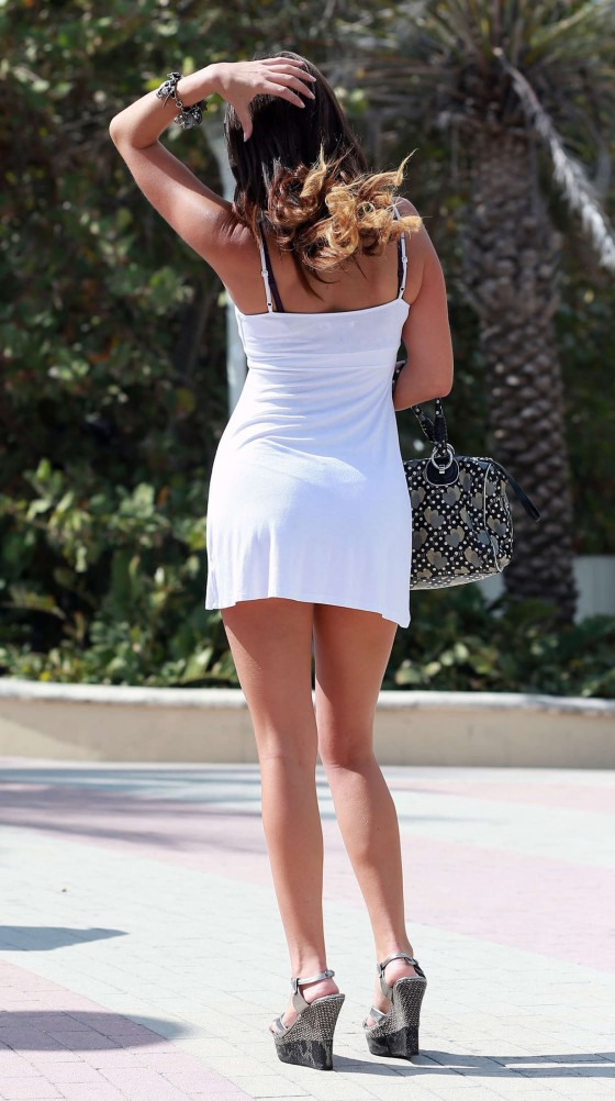 Claudia-Romani-In-White-Dress-Miami-Kanoni-Tv-07