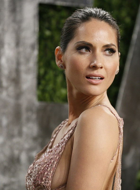 Olivia Munn attends the 2013 Vanity Fair Oscars Party in West Hollywood