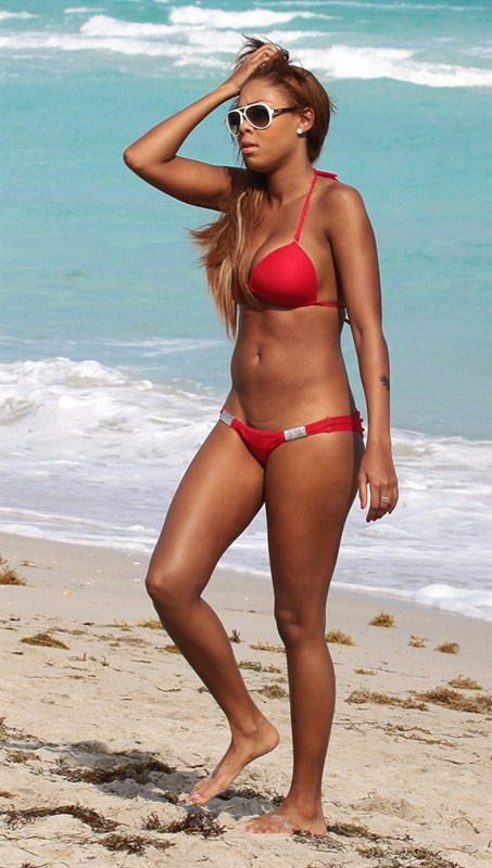 Precious-Muir-red-bikini-miami-beach-kanoni-tv-02