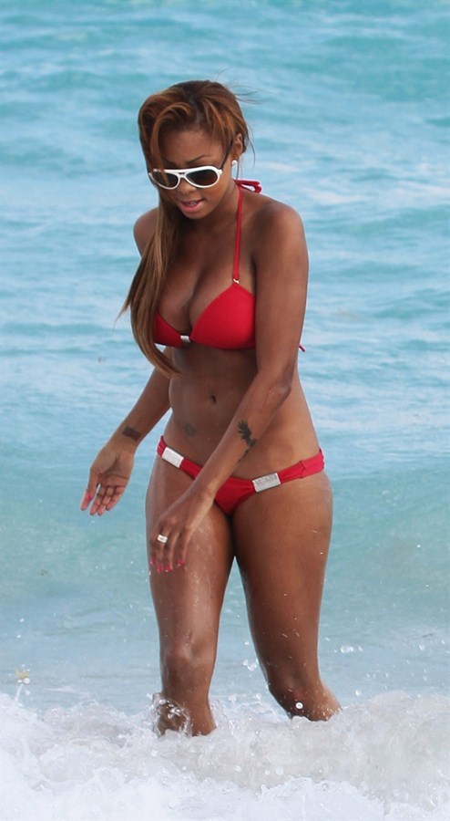 Precious-Muir-red-bikini-miami-beach-kanoni-tv-06