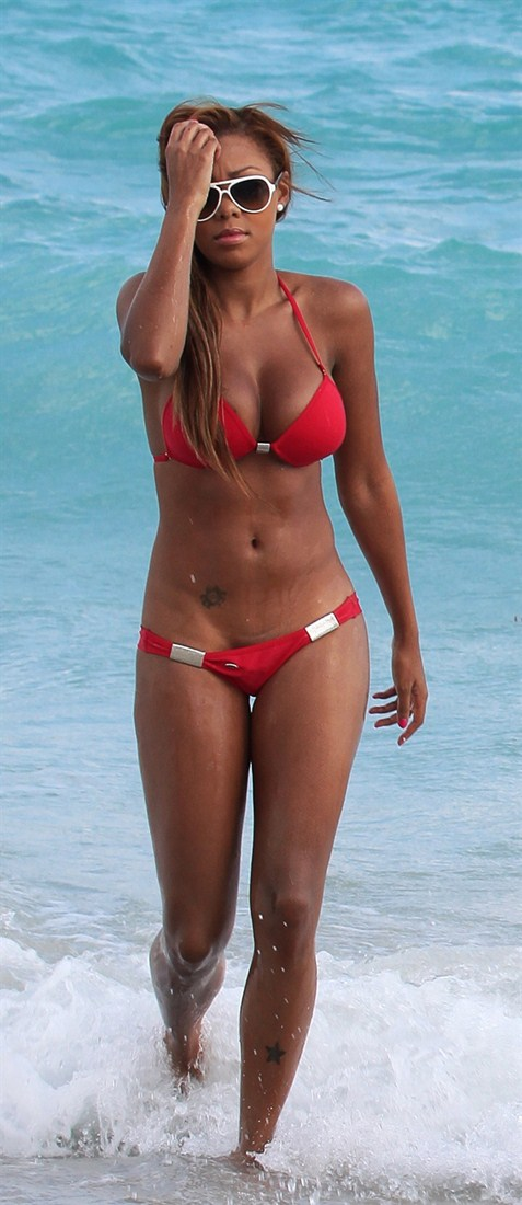 Precious-Muir-red-bikini-miami-beach-kanoni-tv-07