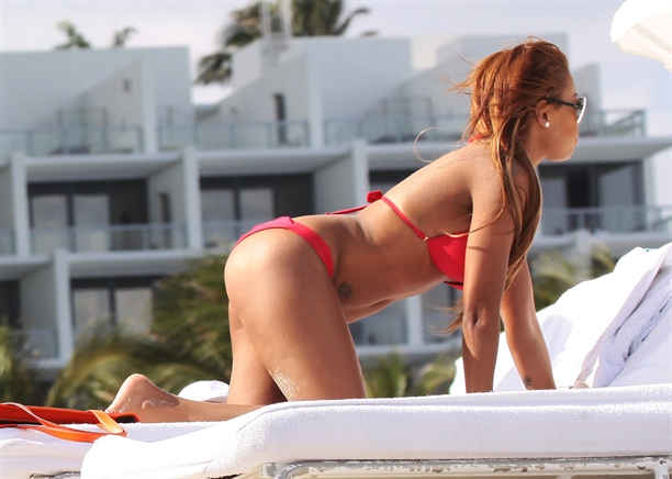 Precious-Muir-red-bikini-miami-beach-kanoni-tv-08