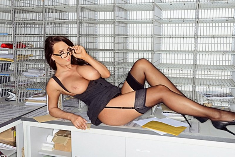 stacey_poole_sexy_secretary_nuts_kanoni_tv_07