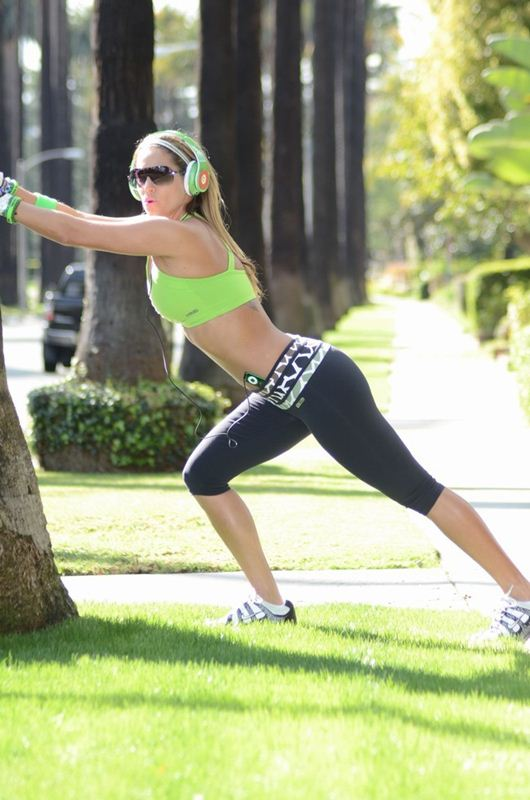 Jennifer-Nicole-Lee-jogging-beverly-hills-kanoni-tv-5