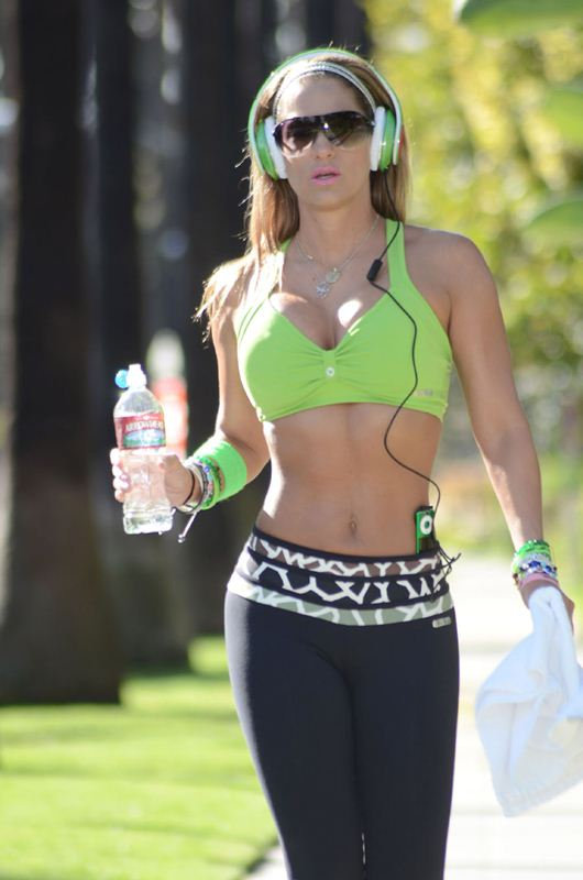 Jennifer-Nicole-Lee-jogging-beverly-hills-kanoni-tv-8