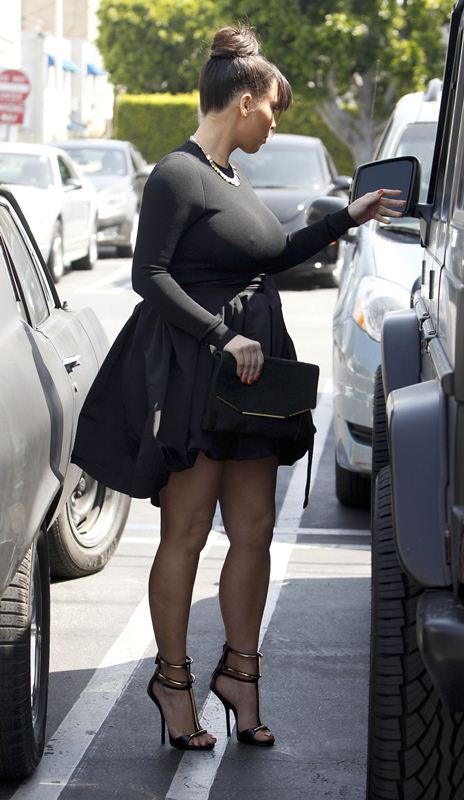 Kim-Kardashian-shopping-west-hollywood-kanoni-tv-2