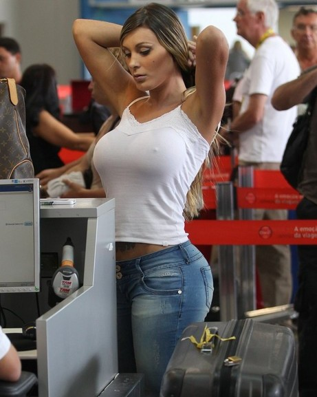 andressa-urach-white-t-shirt-no-bra-kanoni-tv-2