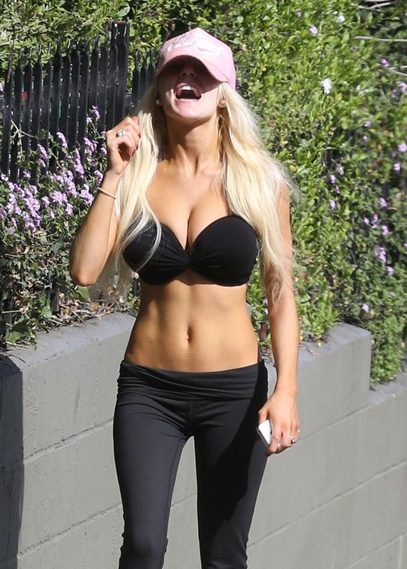 Exclusive... Courtney Stodden Out For A Jog With Her Husband