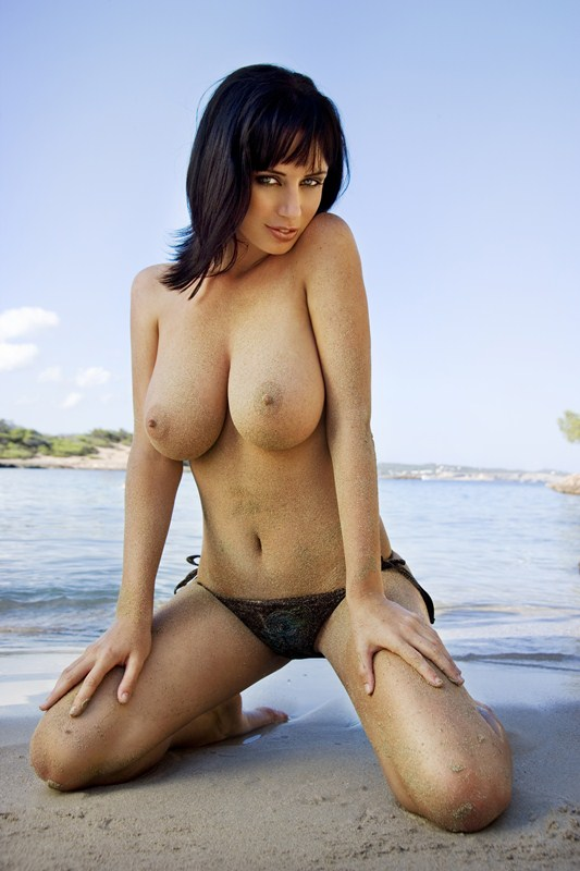 Sophie_Howard_Ibiza_topless_kanoni_tv_1