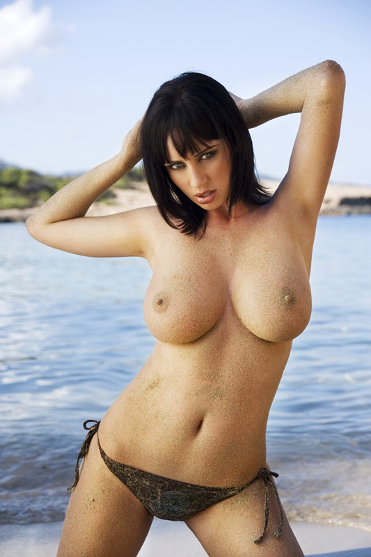 Sophie_Howard_Ibiza_topless_kanoni_tv_4