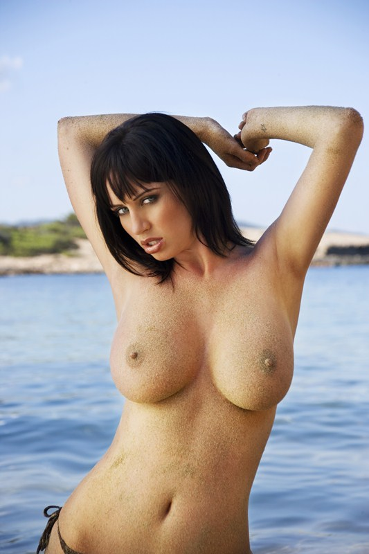 Sophie_Howard_Ibiza_topless_kanoni_tv_8