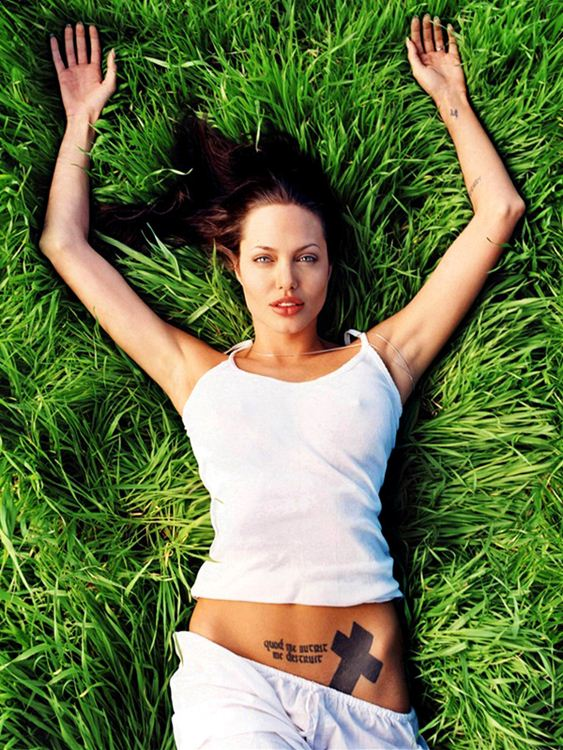 angelina-jolie-topless-white-horse-kanoni-tv-4