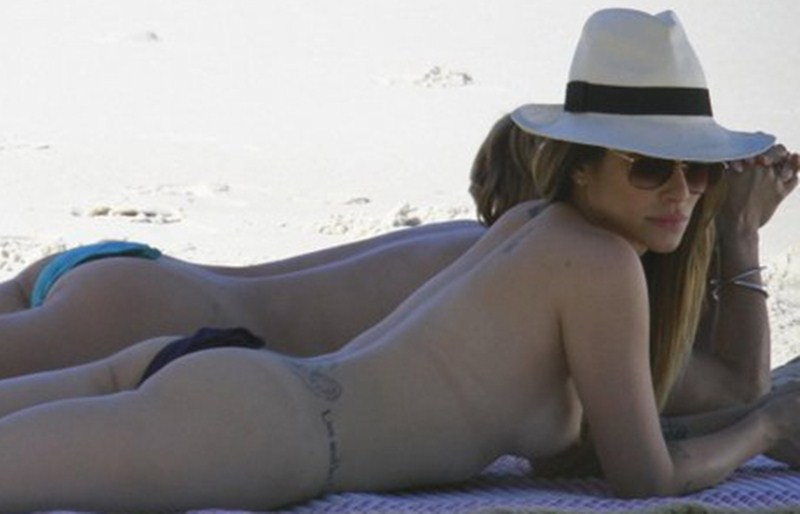 Cleo-Pires-nude-at-the-beach-kanoni-tv-2