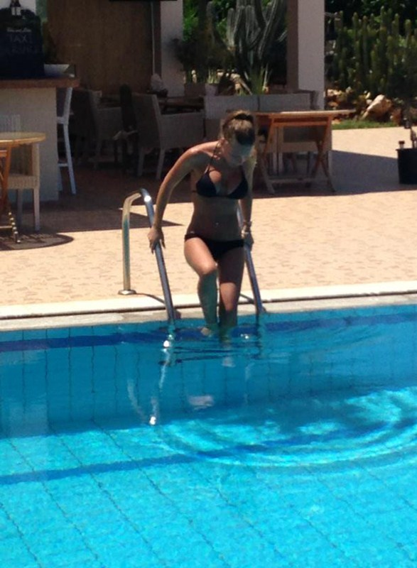 Marina_Sazi_Paparazzi_Shots_Pool_Crete_Kanoni_tv_011