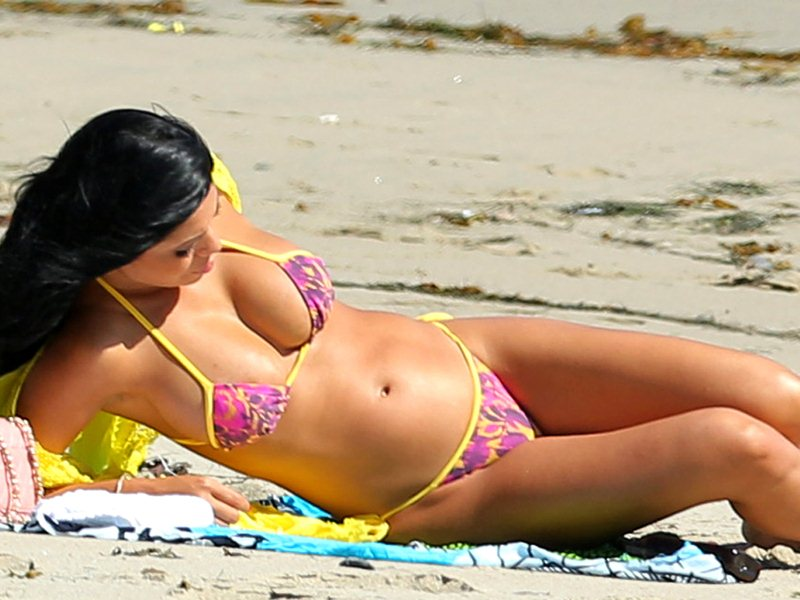 Suelyn-Medeiros-Bikini-Candids-in-California-Kanoni-8