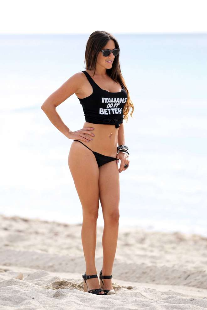 claudia-romani-italians-do-it-better-kanoni-tv-07