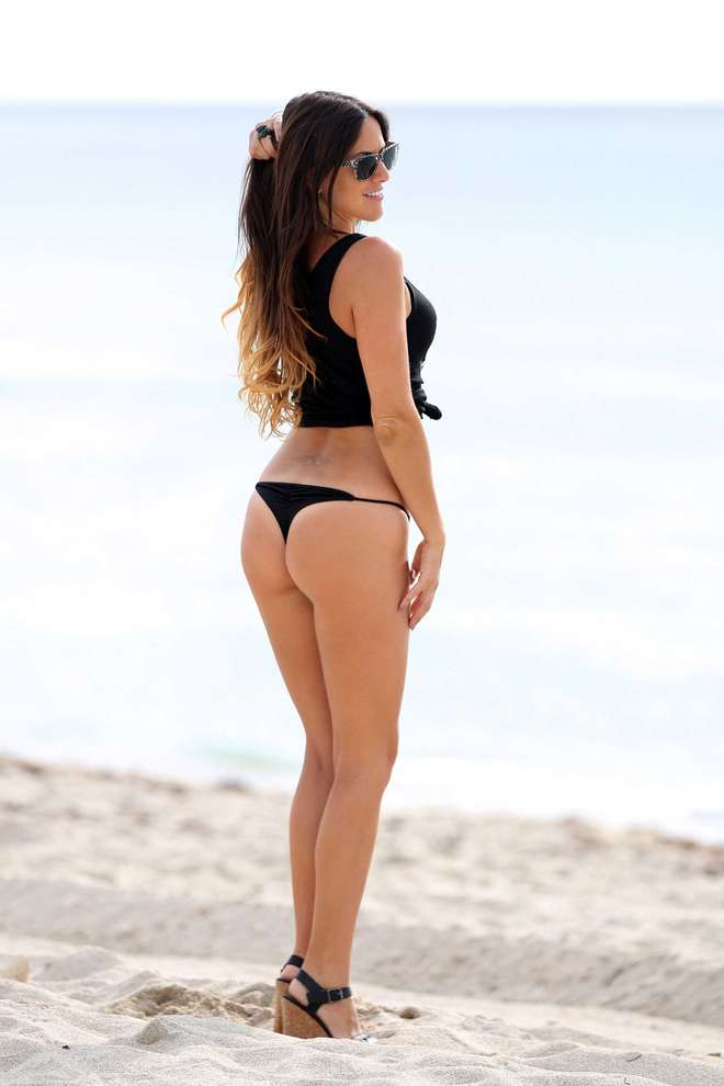 claudia-romani-italians-do-it-better-kanoni-tv-08