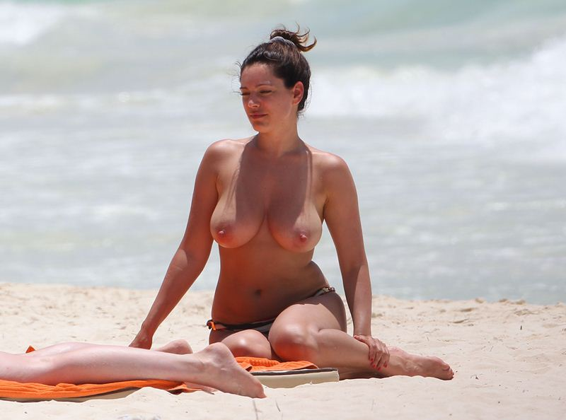 Exclusive Kelly Brook Goes Topless In Cancun  Kanoni Net-9203