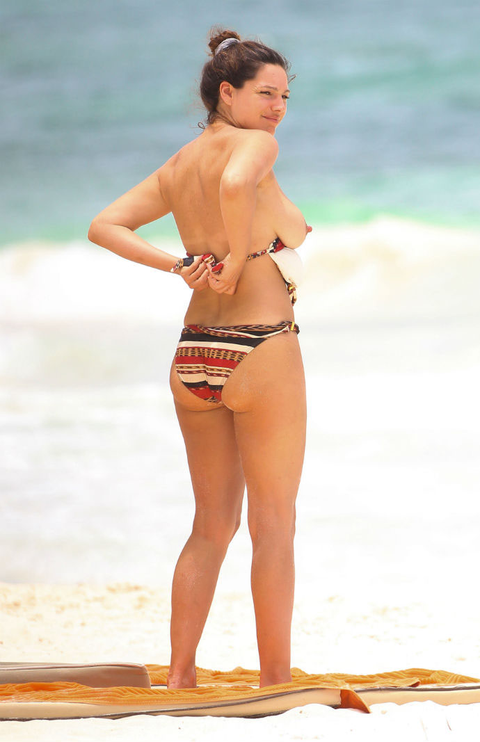 kelly-brook-topless-cancun-mexico-kanoni-tv-04