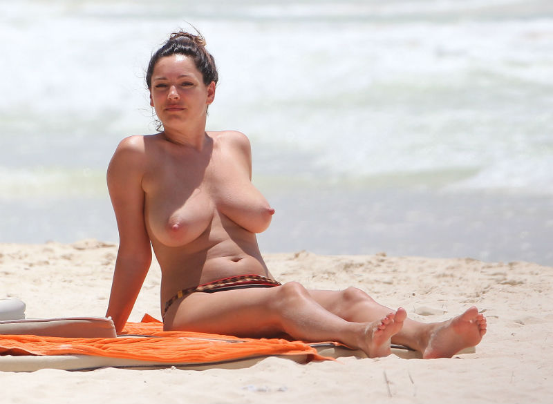 kelly-brook-topless-cancun-mexico-kanoni-tv-05