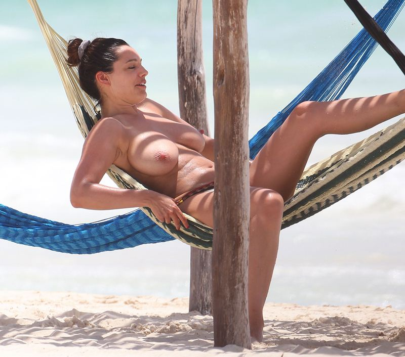 Exclusive... Kelly Brook Goes Topless In Cancun