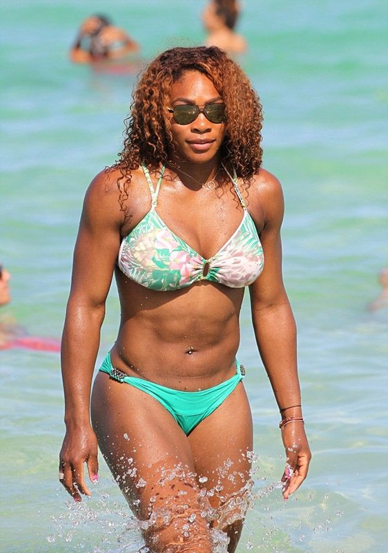 serena-williams-bikini-candids-miami-kanoni-tv-02