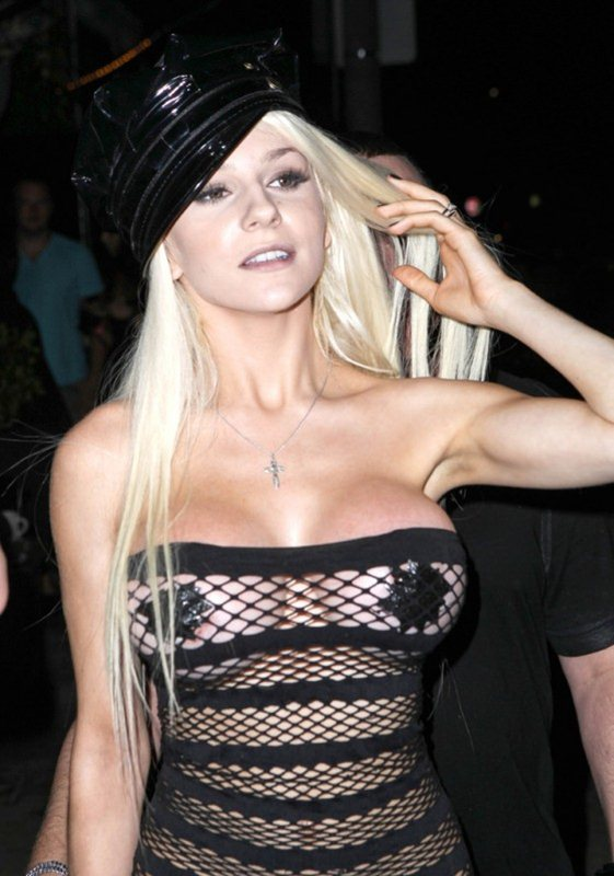 Courtney-Stodden-hot-outfit-in-Hollywood-kanoni-02