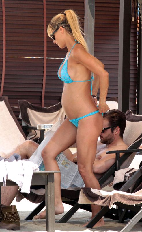 Michelle Hunziker & Her Boyfriend Relax On Vacation In Italy