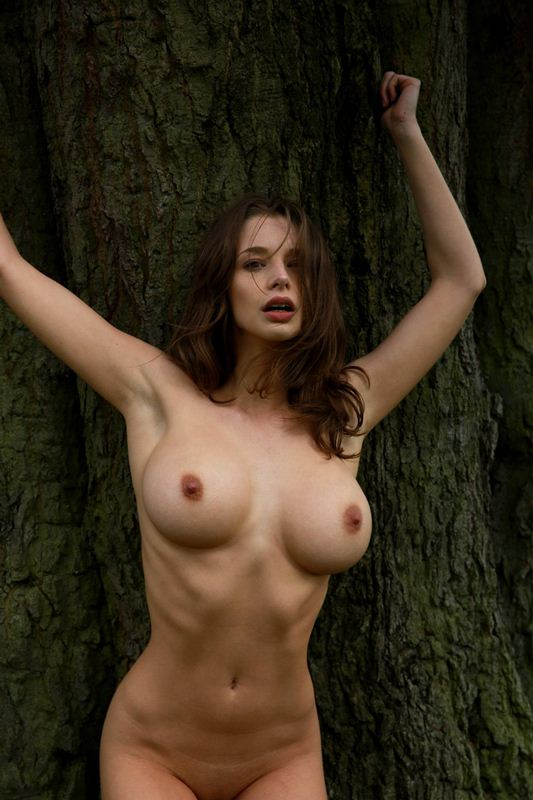 Emily-Shaw-naked-in-nature-kanoni-1