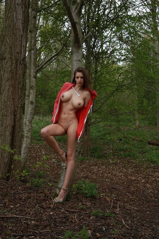 Emily-Shaw-naked-in-nature-kanoni-3