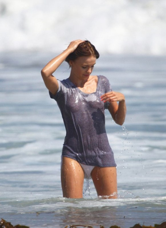 Natalia-Proza-Wet-Shirth-Bikini-Zuma-Beach-Kanoni-08