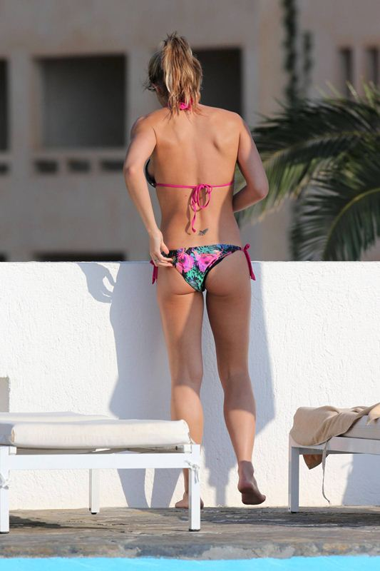 Gemma-Atkinson-vacations-spain-mediterranean-kanoni-6