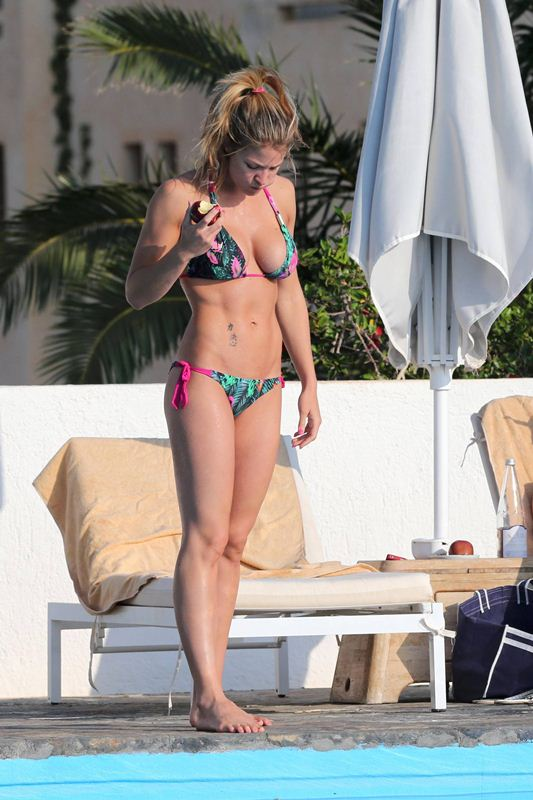 Gemma-Atkinson-vacations-spain-mediterranean-kanoni-7
