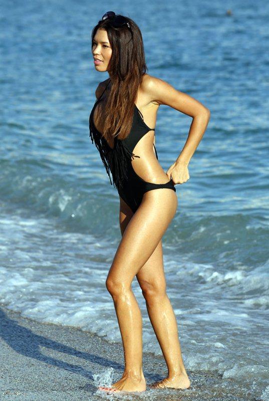 Vaso-Vilegas-black-swimsuit-kanoni-1