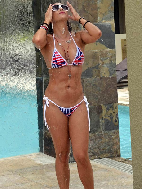 jennifer-nicole-lee-bikini-slips-poolside-in-miami-kanoni-7