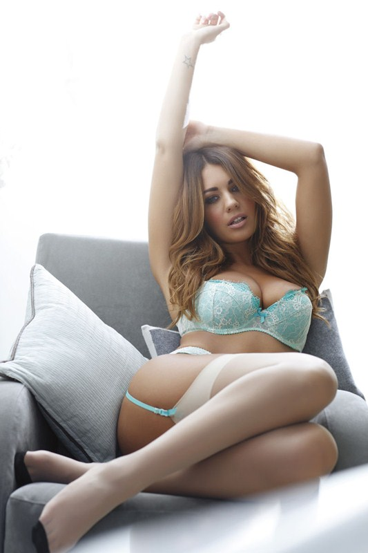 Holly_Peers_Topless_Hot_White_Lingerie_Kanoni_1