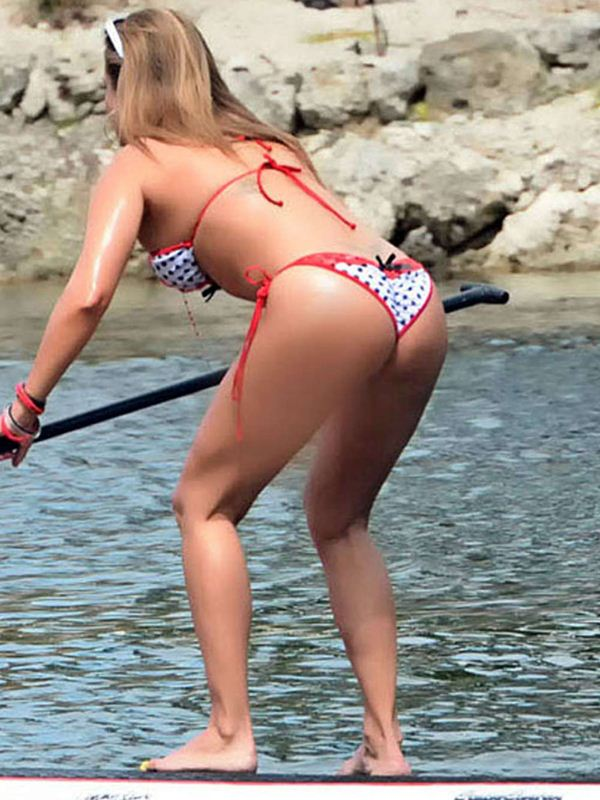 Jennifer-Nicole-Lee-Paddleboarding-in-Bikini-Kanoni-5