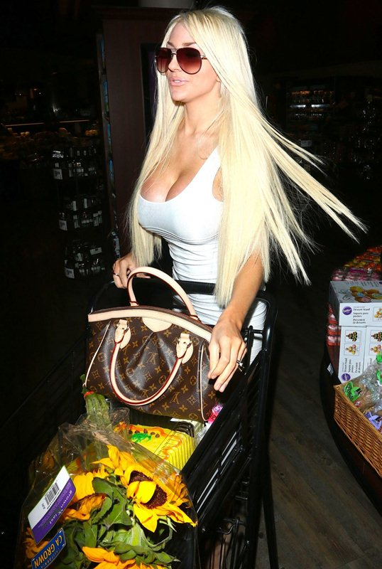 courtney-stodden-in-tight-minidress-at-a-supermarket-in-west-hollywood-kanoni-1