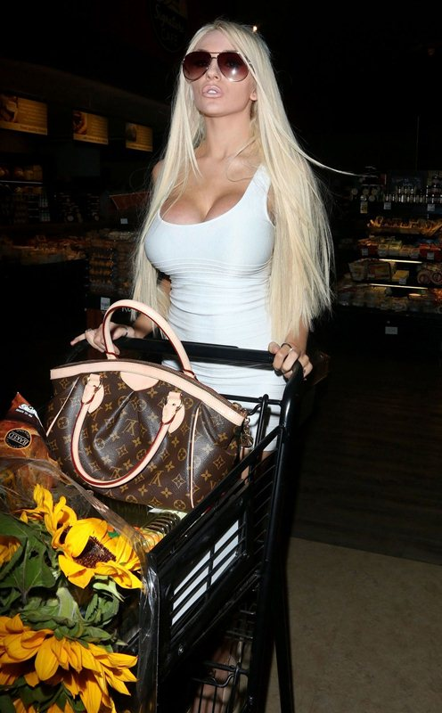 courtney-stodden-in-tight-minidress-at-a-supermarket-in-west-hollywood-kanoni-4