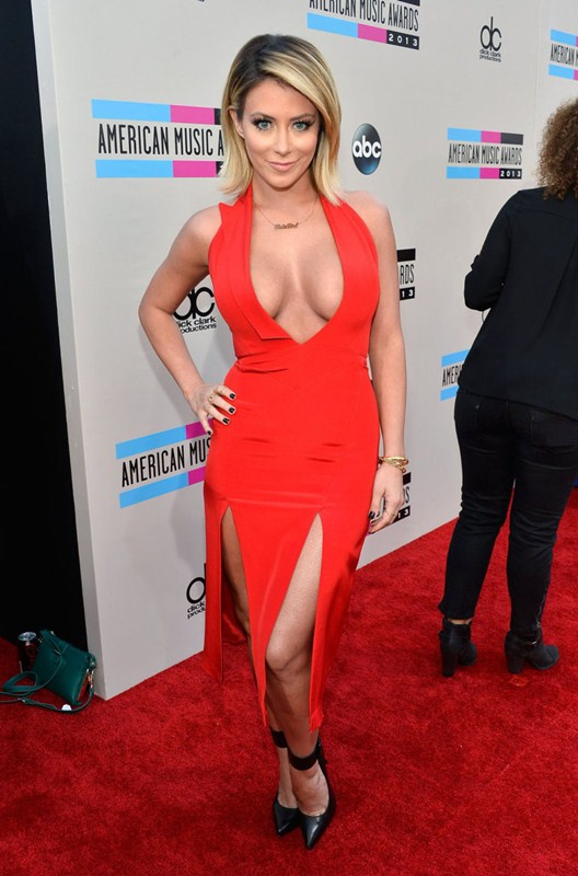 Aubrey-ODay-best-cleavage-american-music-awards-la-kanoni-1