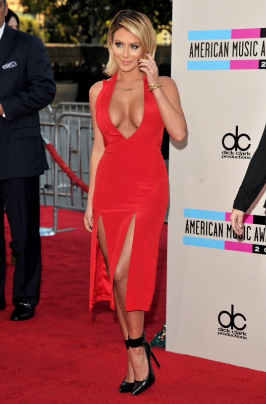 Aubrey-ODay-best-cleavage-american-music-awards-la-kanoni-2