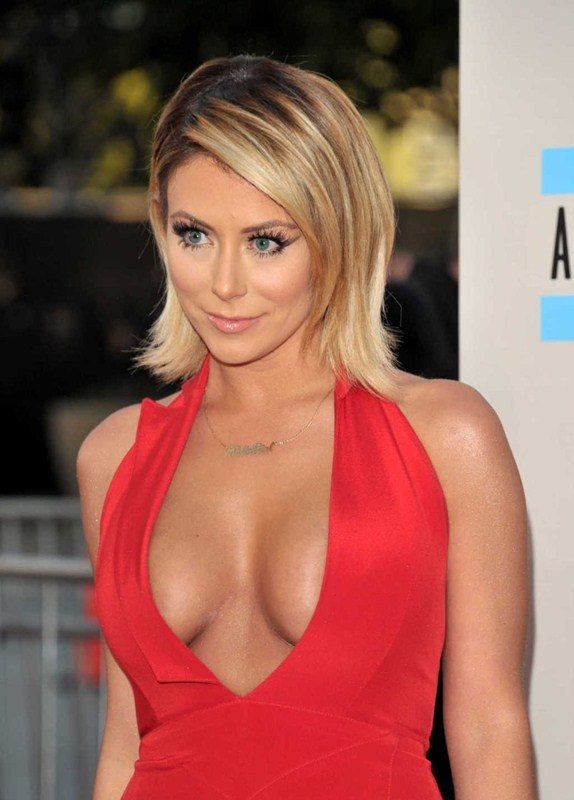 Aubrey-ODay-best-cleavage-american-music-awards-la-kanoni-3